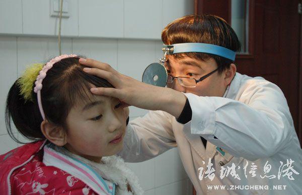 感冒耳朵堵听力下降耳鸣-半个月前由于感冒发烧